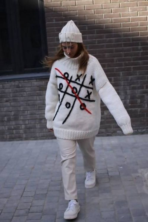 Picture of Tic-tac-toe knitted white sweater