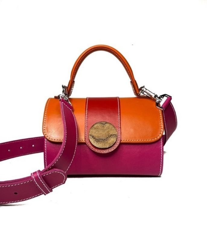 Picture of Handmade leather bag with wooden details