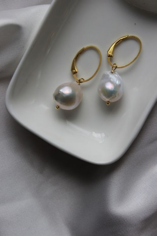 Picture of gold-plated silver earrings with baroque pearls