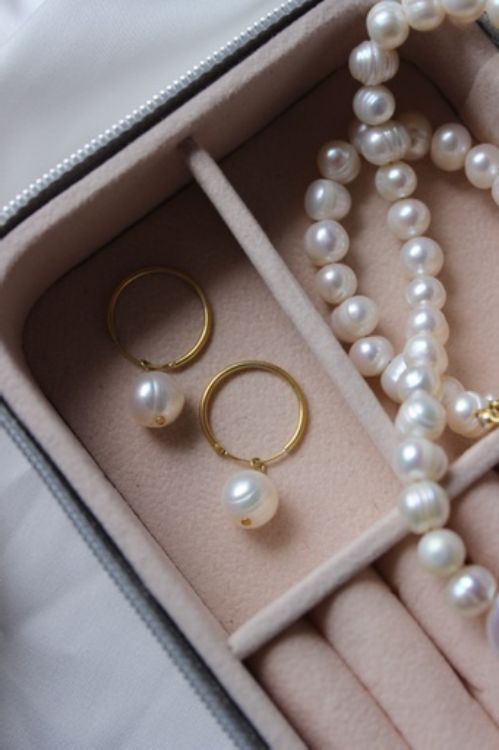 Picture of Gold-plated silver earrings with natural pearl