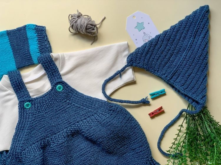 Picture of Knitted jumpsuit with jacket and hat