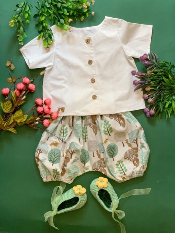 Picture of Linen printed shorts with white blouse
