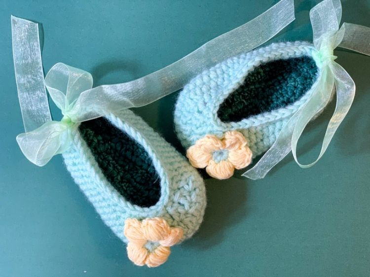 Picture of Knitted shoes with flower