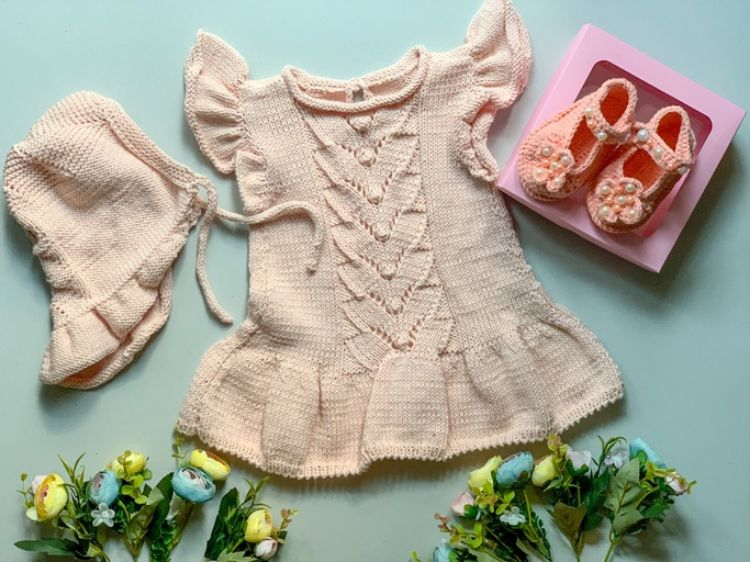 Picture of Knitted dress with bonnet