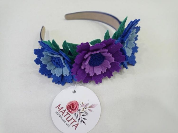 Picture of  Handmade felt floral hear Barrette